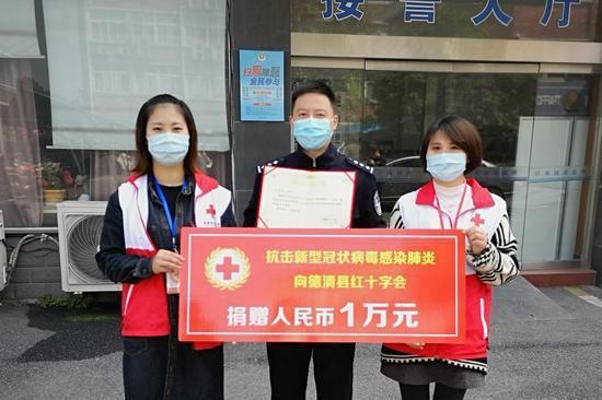 江洁宁将奖金全数捐赠用以抗疫。俞晓勤摄