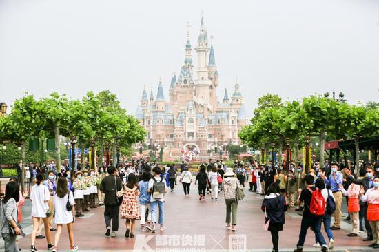 上海迪士尼乐园重启首日 快报资料图