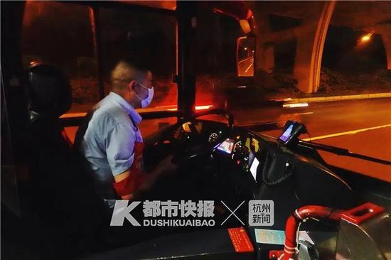 在杭最后一次遇见它们 有人特地打车来坐这辆公交车