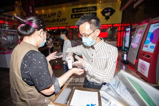 今天零点杭州电影院正式重启 首场电影32张票全部售出