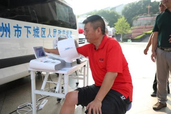 医疗精准扶贫 杭州下城区援助湖北巴东12辆云巡诊车