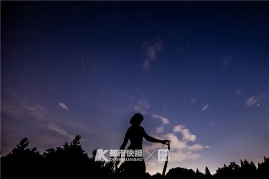 昨晚浙江不少网友熬夜看英仙座流星雨 到后半夜还有