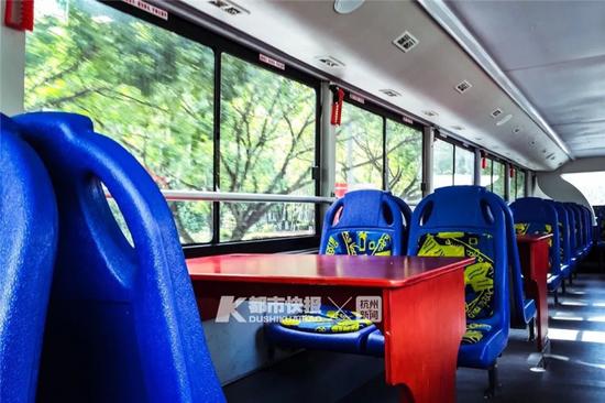台州双层巴士二层还设有桌子 摄影 小俞