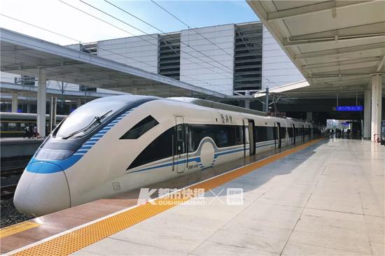 绍兴城际线列车 摄影 黄煜轩