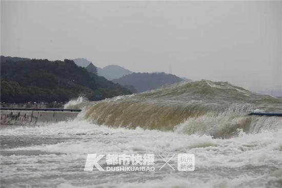 潮水又扑上来了 杭州交警将对之江路部分路段实施管控