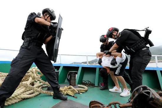 破解海防管控难题 舟山警方成立全省首支海防缉私队伍