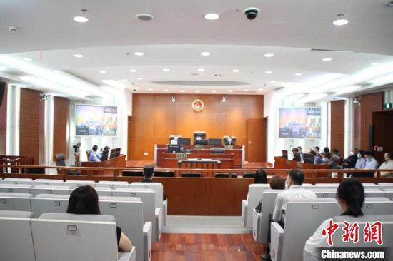 庭审现场。滨江法院 供图