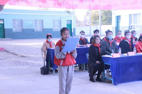 学生代表麦尔比艳·艾合麦提发言