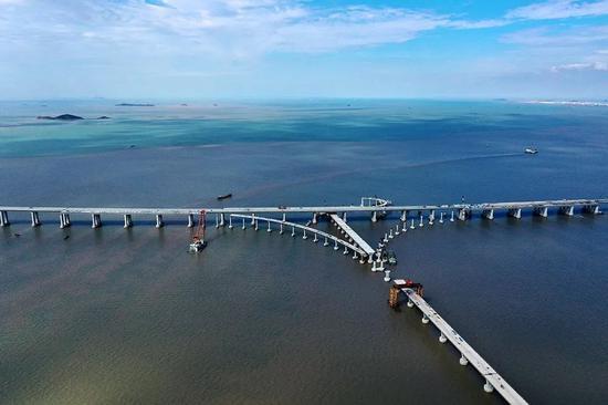 舟岱大桥墩身安装接近尾声 海上互通已经雏形初现