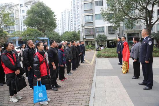 """警民交流的连心桥 台州首家""""社区警校""""正式揭牌"""