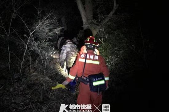 义乌三名工友爬山被困 救援人员连夜搜救6小时