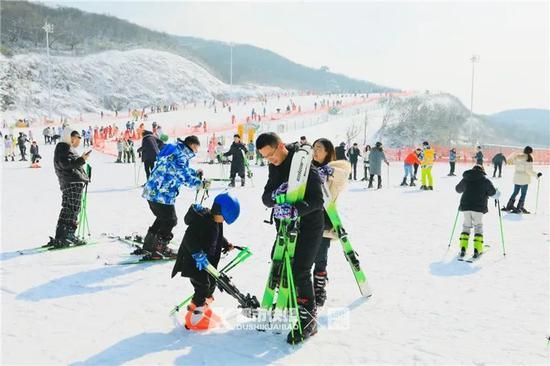 15年开16家 浙江滑雪场生意火了大哥带来上千位教练