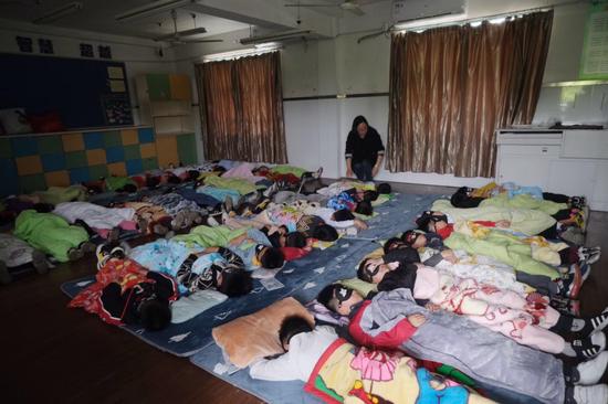 杭州这6所中小学开始试点 每天中午上床睡觉半小时