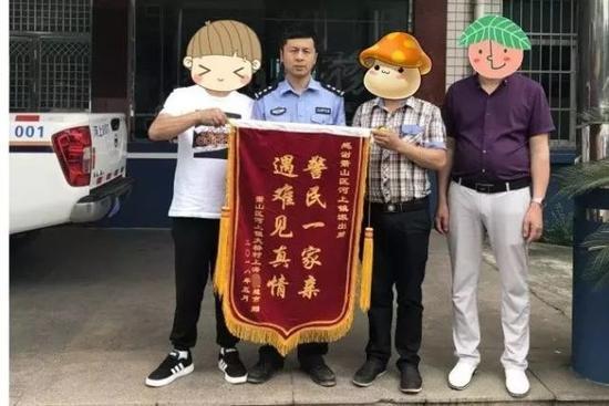 刘老板及家人赠送锦旗