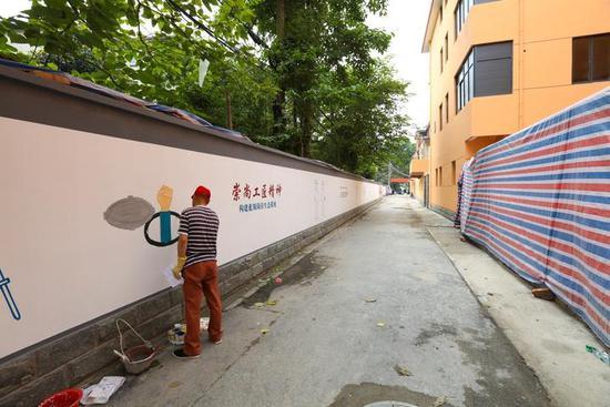 岳营巷走进去500米,就是王马里蓝领公寓