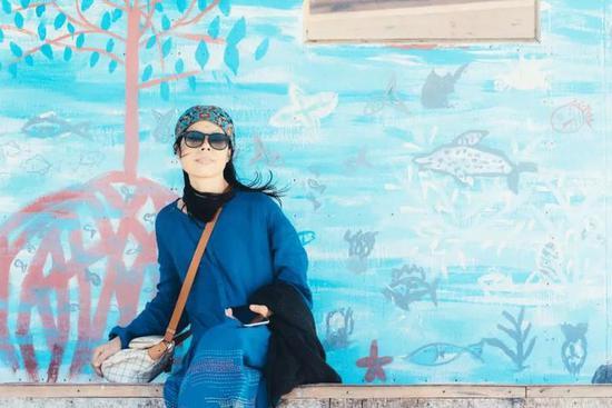 宁波另一位女作家天涯是江南梅的好友,两人情如姐妹。天涯告诉记者: