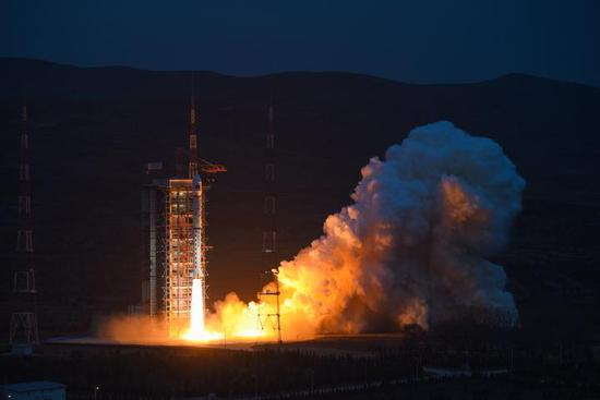 """搭载阿里""""糖果罐""""号迷你空间站的长征四号乙运载火箭今日正式升空"""