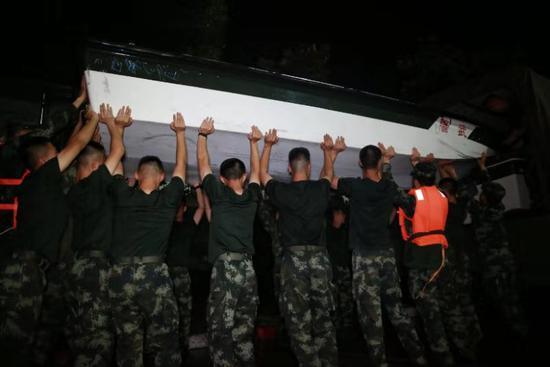 浙江临海告急 武警金华支队跨区200公里紧急驰援