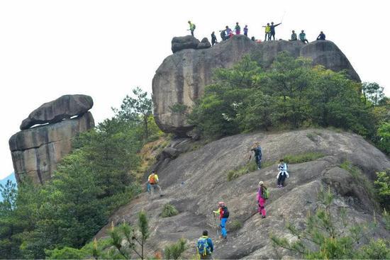 每年都有众多驴友到古方山探险
