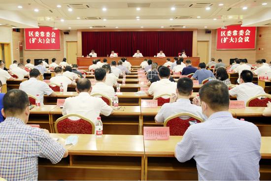 龙湾区委常委会召开扩大会议