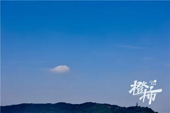 14日,晴空少云。记者夏阳摄
