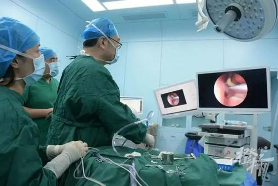杭州一孩子连流三天鼻血 经检查发现是牙齿长错地