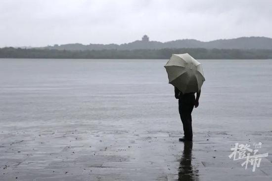 台风灿都移动缓慢需提高警惕 近两天杭州雨势扔不小