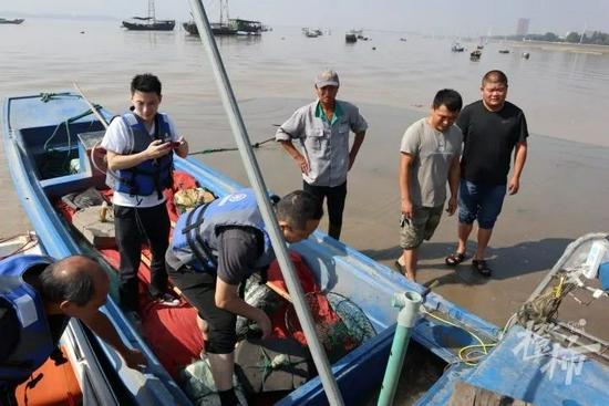 渔民在杭州钱塘江里抓到怪鱼 是近年来第一次发现