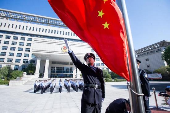 上虞公安举行升国旗宣誓仪式