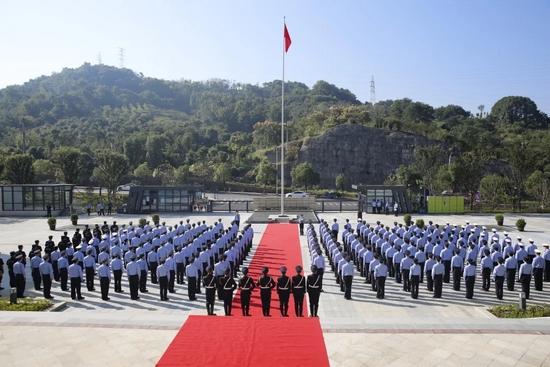 新昌公安举行升国旗仪式