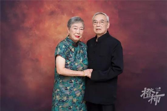 杭州12对老夫妻拍了套婚纱照 一句话让阿姨红了眼眶