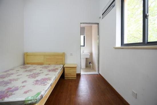 王马里蓝领公寓内的一个房间