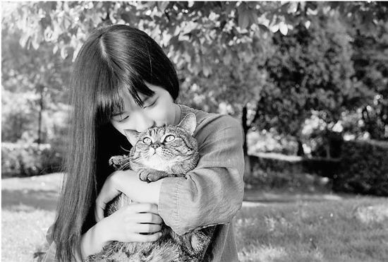 十分爱猫的姚馨予。