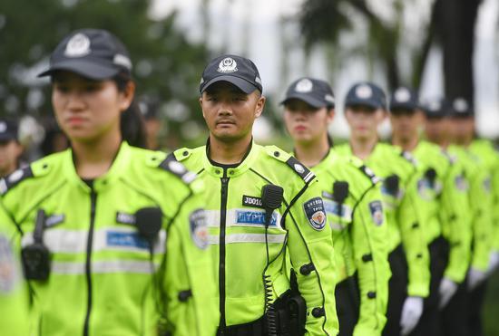 图为:杭州西湖景区交警集结。王刚 摄
