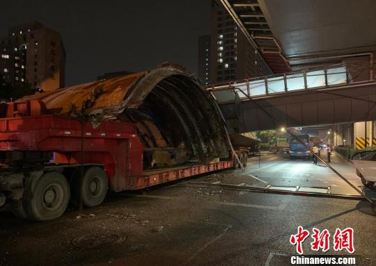 杭州天桥坍塌现场。 钟新 摄