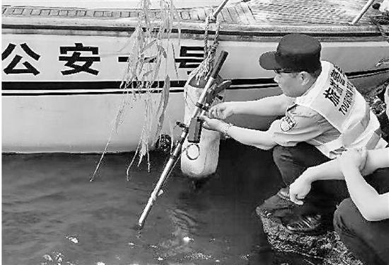 捞哥的第三代打捞杆可是相当厉害。
