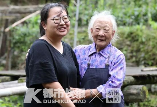 吴楚秀和奶奶 摄影 | 徐美儿