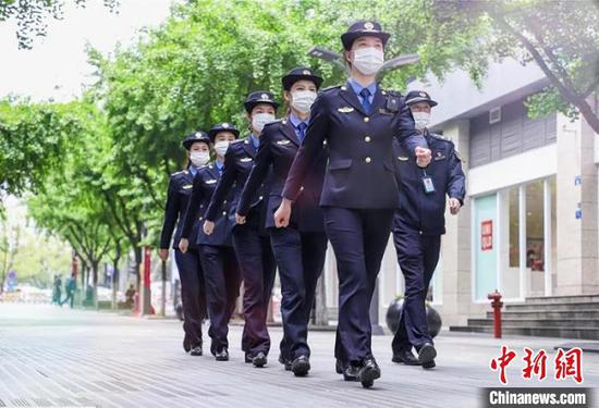 女子巡逻队飒爽英姿,吸睛十足。婺城宣传部提供