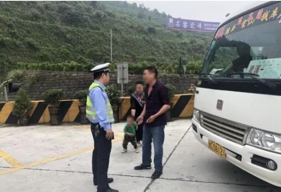 温州高速交警提醒:车辆超员是违法行为,情节严重还要入刑。