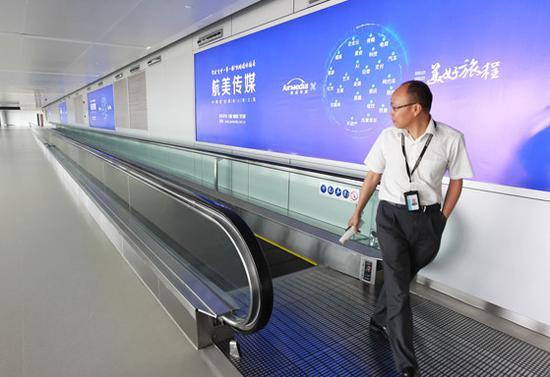 T2航站楼设置了平面传送电梯。赵用 陈挣挣 摄