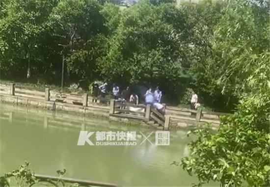 杭州一河里捞起酒后失踪兄弟俩 一个28岁一个25岁