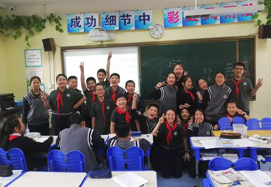 丽水这所学校 全班小朋友都为考一百分的同学欢呼