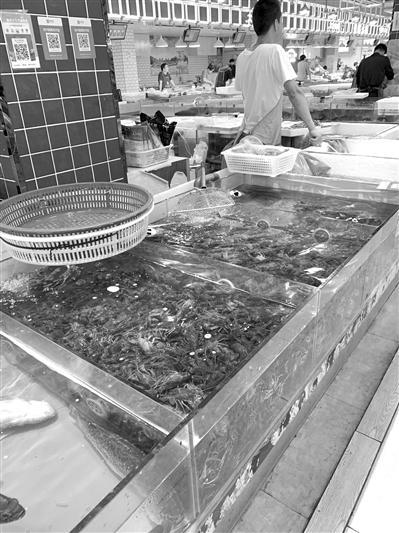 杭州今夏小龙虾产量减少 价格大幅度下跌