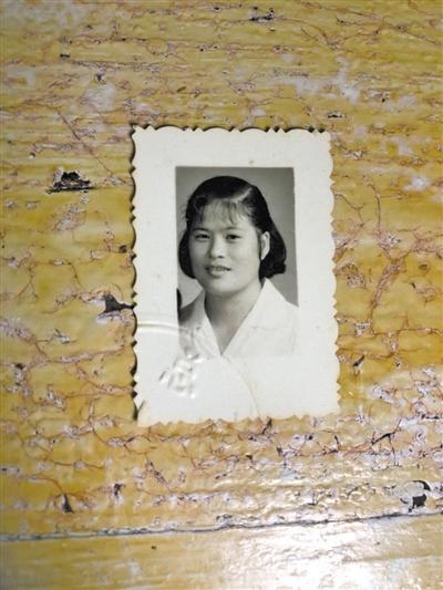 老李生母林美英年轻时的照片。