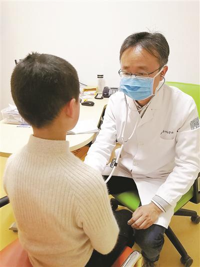 陆敏在杭州看诊。