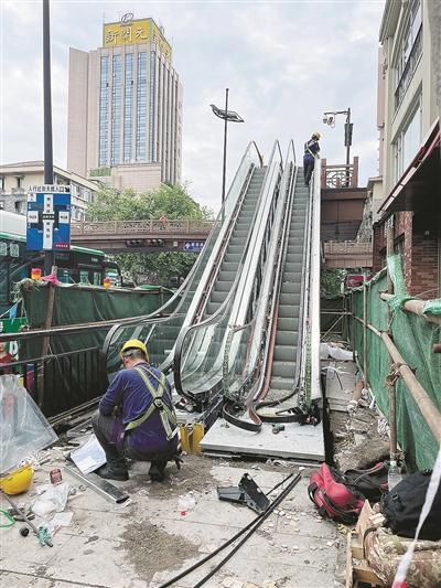 杭州解放路天桥电梯月底改建完成 轻松过街不再难