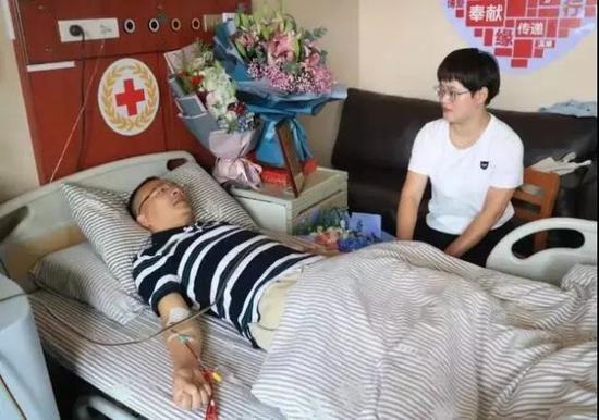 妻子陪着罗生强捐献造血干细胞