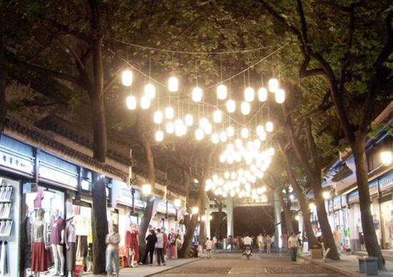 长庆街道地处杭州市中心,中国丝绸城是这里的地标建筑。