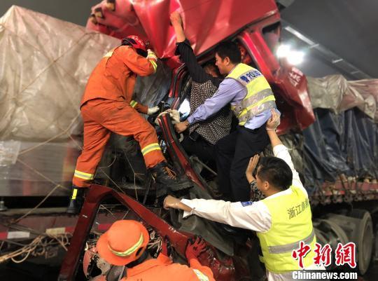 浙江高速交警救援画面。(资料图)警方 供图