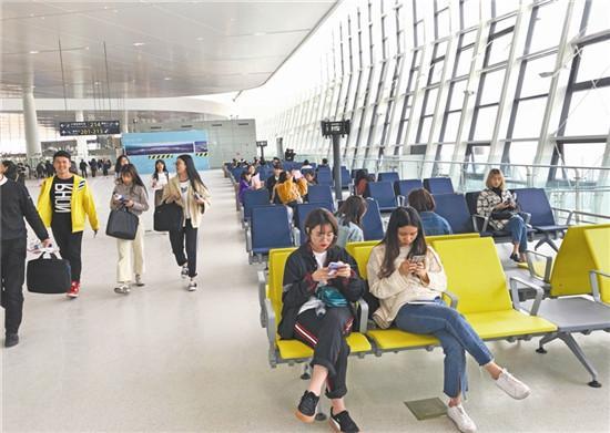 """500名学生体验乘机,对T2航站楼进行""""压力""""测试"""